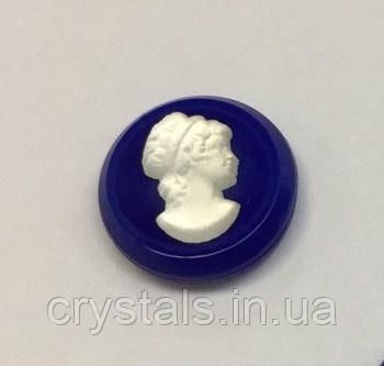 Камея Preciosa (Чехия) 12 мм 03698 прозрачная на синем фоне