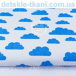 Ткань бязь с разными облаками голубого цвета на белом фоне, плотность 125 г/м2, № 1068а