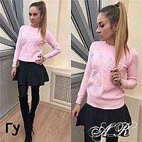 Женский стильный свитер с цветком