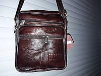 Красивая мужская сумка  мягкая полукаркасная  вместительная