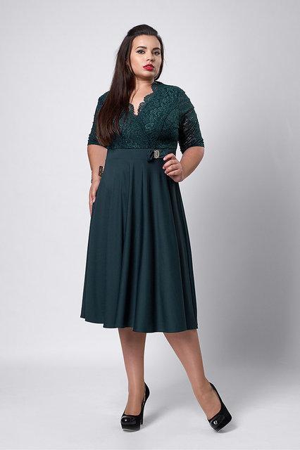 Женское платье бутылочного цвета