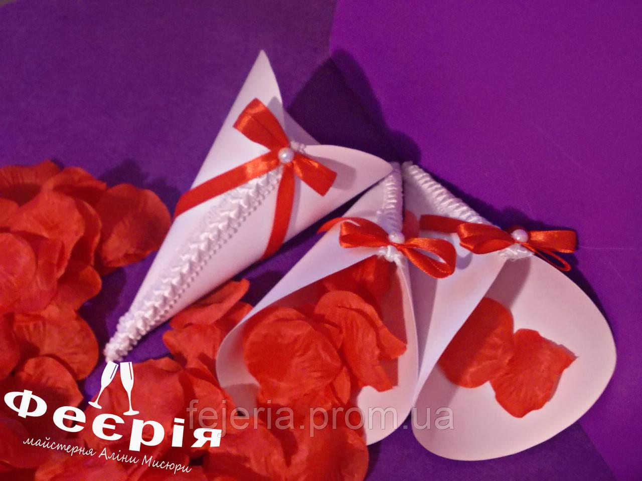 Кулечки для лепестков роз красные