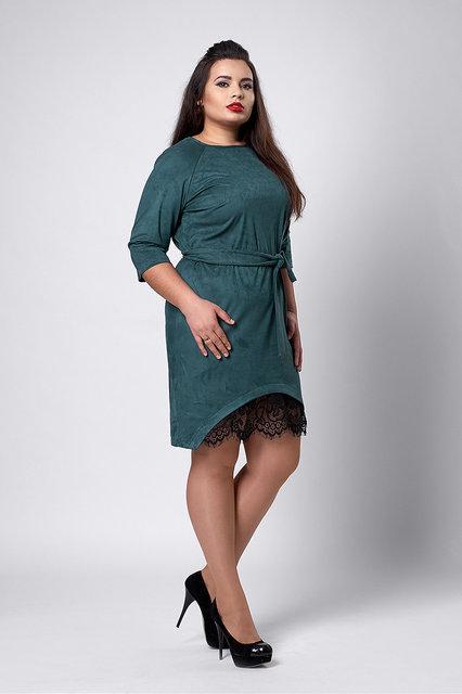 Женское замшевое платье с кружевом бутылочное