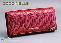 Кошелек женский кожаный Coccinelle змеиный принт красный