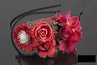 Обруч с красными цветами