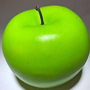 Штучний фрукт яблуко. Муляж зеленого яблука.