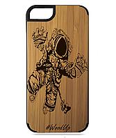 Деревянный чехол на Iphone 7/7s  с лазерной гравировкой Космонавт-3