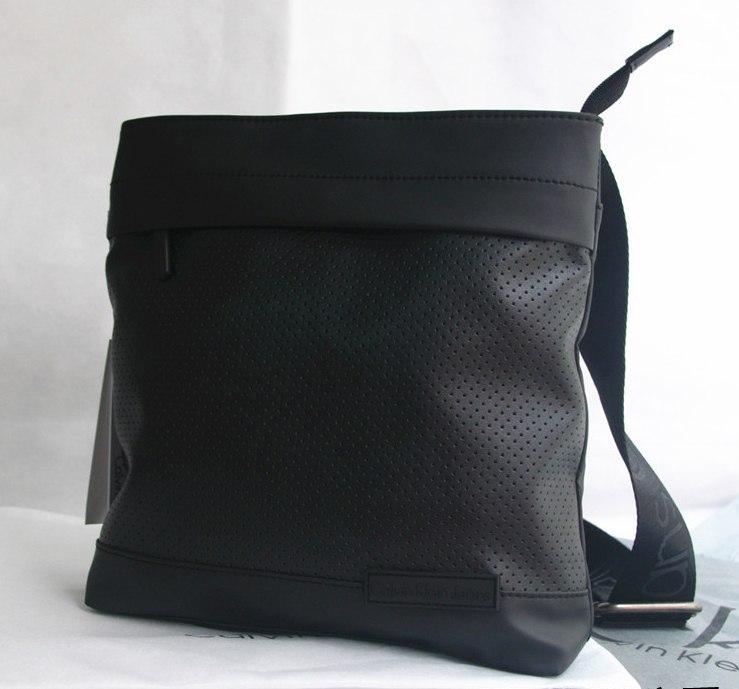 c0831e1fc070 Квадратная мужская сумка через плечо Calvin Klein, перфорированная кожа