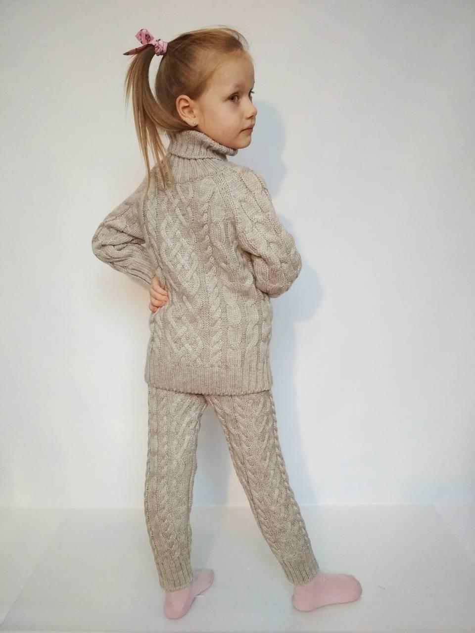 теплый вязаный костюм на девочку бежевого цвета за 450 грн в
