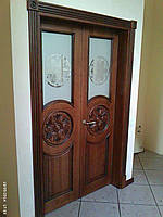 Стильные двери со вставкой из триплекса.