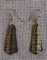 Индийские латунные серьги с эмалью тёмно-зеленого цвета