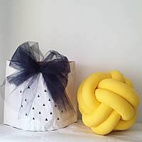 Декоративная подушка узел, желтая 20 см