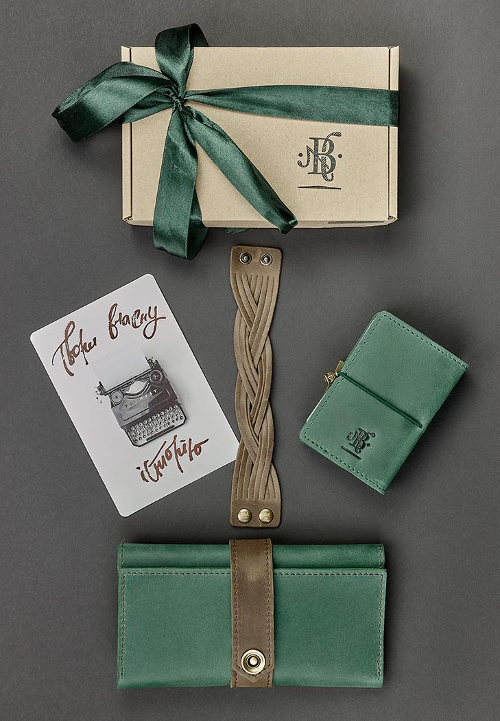 717207655174 Подарочный набор женский зеленый (портмоне, визитница, браслет) ручная  работа
