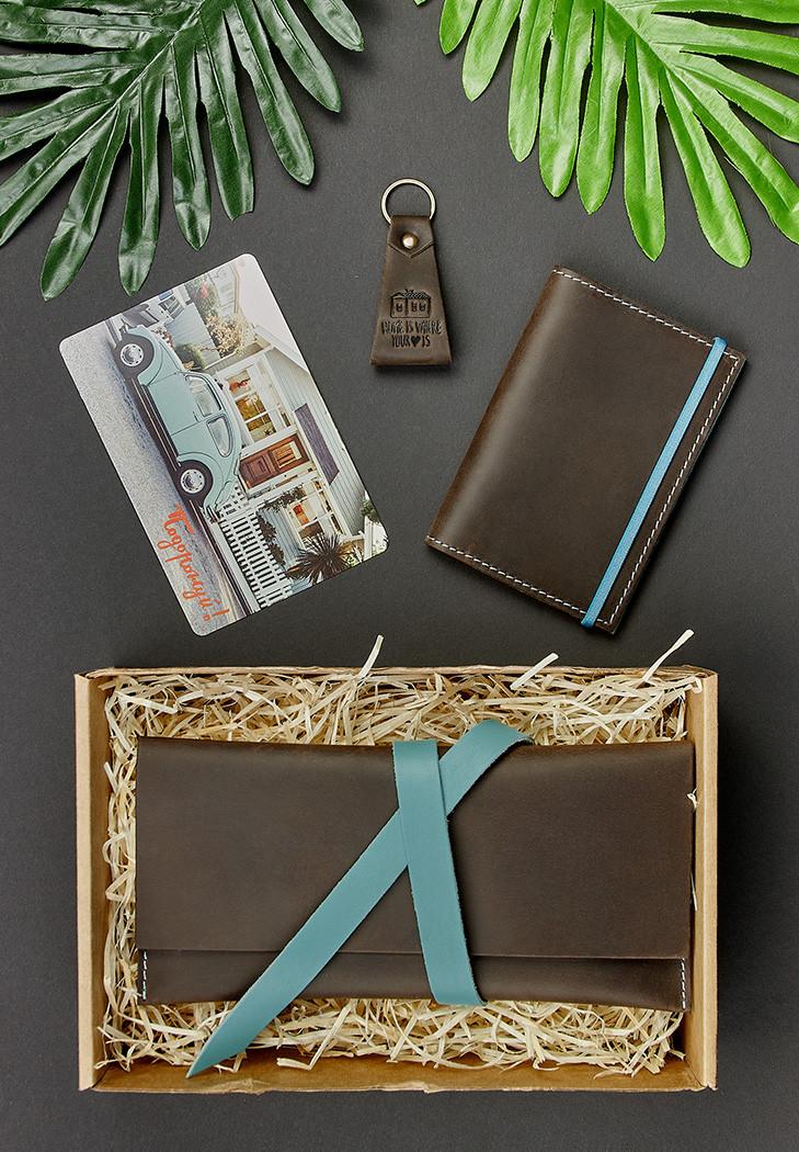 Подарочный набор кожаный коричневый (клатч-кошелек, обложка для паспорта, брелок, открытка) ручная работа