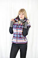 Модная жилетка женская с карманами и капюшоном