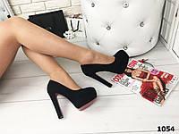 Черные замшевые женские туфли на широком каблуке с ремешком,красная подошва,размеры с 36 по 39 маломерят