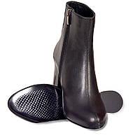 Женские демисезонные ботинки на невысоком каблуке модель 7054.1