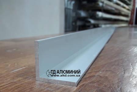 Уголок алюминиевый 40х40 х3 / анод серебро