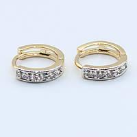 Серьги кольца декорированы камушками