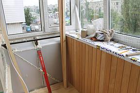 Третий этап – внутренняя отделка и утепление балкона. В качестве утеплителя мы применили экструдированный пенополистирол, а для обшивки деревянную вагонку ольха.