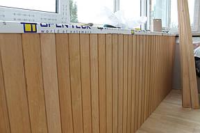 Четвертый этап – настил пола. Прочный и теплый пол – залог долговечности и уютной атмосферы на балконе, поэтому для него мы использовали деревянную доску пола толщиной 35 мм и пенопласт в качестве утеплителя.