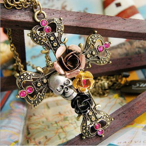 Подвеска крест с цветами и черепом готика