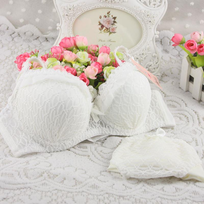 Женский белый кружевной комплект нижнего белья