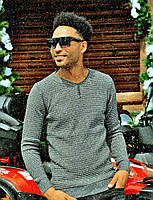 Стильный вязаный свитер