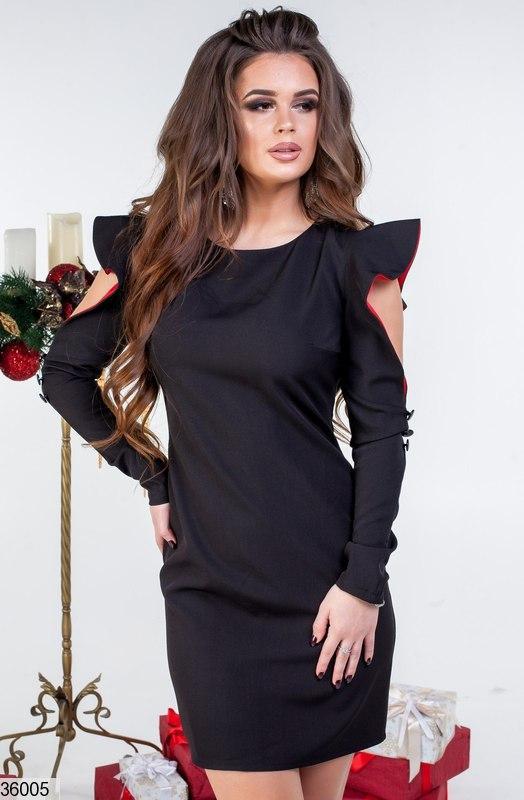 Платье с вырезом на руках