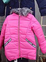 Куртка зимняя удлиненная для девочек 7-11 лет ярко розового цвета  с капюшоном оптом