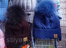 Шапка на зиму для мальчика вязка с бумбоном из натурального меха синего,серого,коричневого цвета оптом