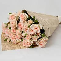 """Букет из розовой розы спрей """"Нежность"""", упакован в нежную флористическую бумагу, в цвет роз и лентой"""