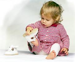 Як навчити дитину одягатися?