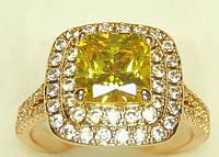 Кольцо позолота с квадратным золотым фианитом и стразами по кругу 17 размер