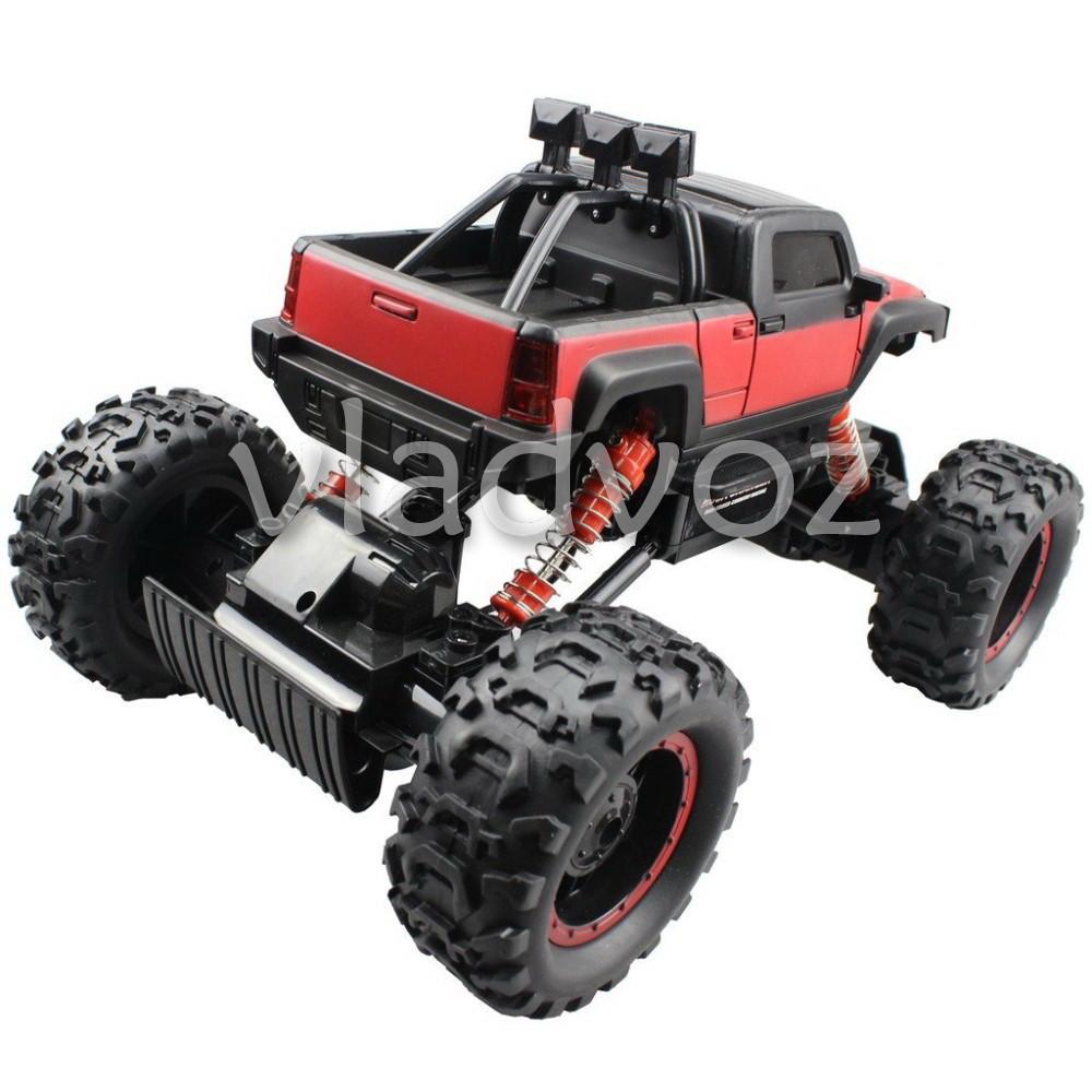фото Rock Crawler красный на радиоуправлении вид с зади