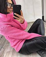 Однотонный свитер под горло