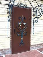 Двери входные металлические. Утепленные с качественным замком.