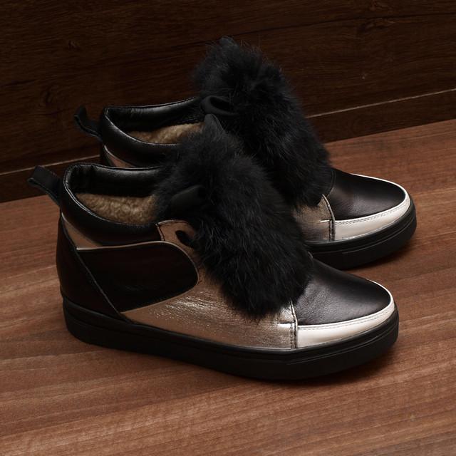 Фото женских ботинок на шнуровке
