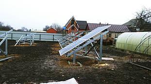 монтаж оцинкованных систем креплений наземного типа и солнечных панелей