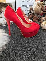 Женские замшевые красные туфли на каблуках