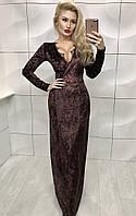 Длинное красивое платье декорировано кружевом