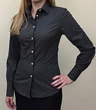 Женская блуза черного цвета с белым принтом