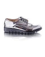 Серебристые туфли на шнурках