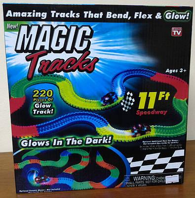 Автотрек светящийся - Magic Tracks Mega Set, 11 ft Speedway (220 деталей)
