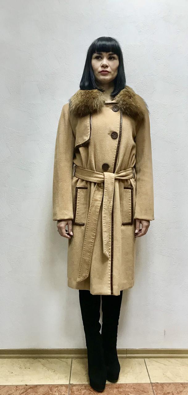 Пальто Max Mara женское  с меховым воротником