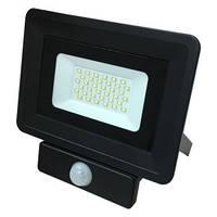 Светодиодный прожектор с датчиком движения 30W Slim 6000-6500K