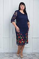 Праздничное синее платье из гипюра низ украшен цветочной вышивкой