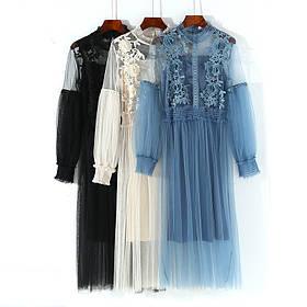 Платье нарядное с вышитыми цветами на груди