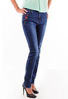 Женские  джинсы с вышивкой в виде цветка