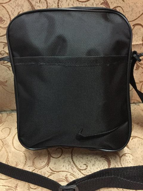 Чёрная сумка-планшетка Nike (Найк) с чёрным логотипом